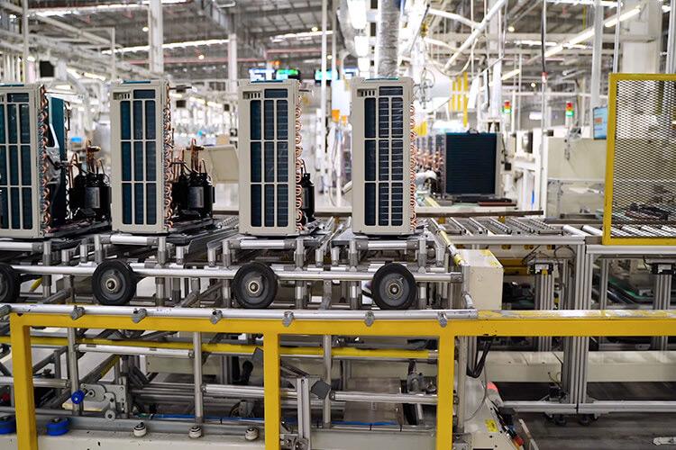 Dây chuyền sản xuất máy lạnh Daikin hiện đại
