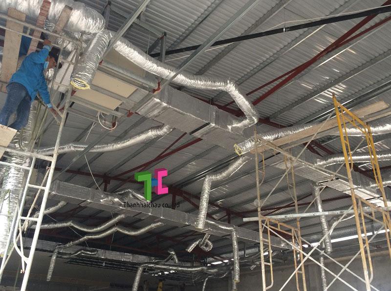 Kết nối ống gió mềm - Thi công máy lạnh cho nhà hàng tiệc cưới
